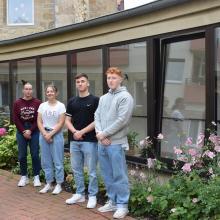 Madeleine Diederich, Max Jandek, Lisa-Marie Scheffler und Emin Egemen machen ein Freiwilliges Soziales Jahr im Altenpflegeheim St. Paulus.