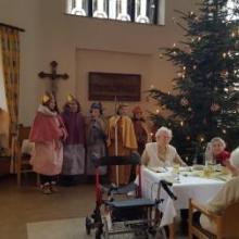 Sternsinger zu Besuch im Altenpflegeheim St. Paulus