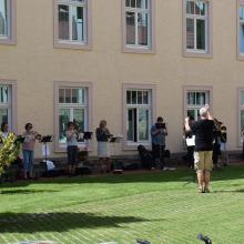 Konzert des Posaunenchors St. Michaelis unter der Leitung von Ronald Schrötke im Innenhof unseres Altenpflegeheims.