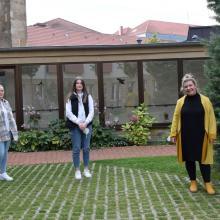 Unsere neuen Mitarbeiterinnen! Von links Frau Entezari-Zel, Frau Strehl, Frau Xhafari.